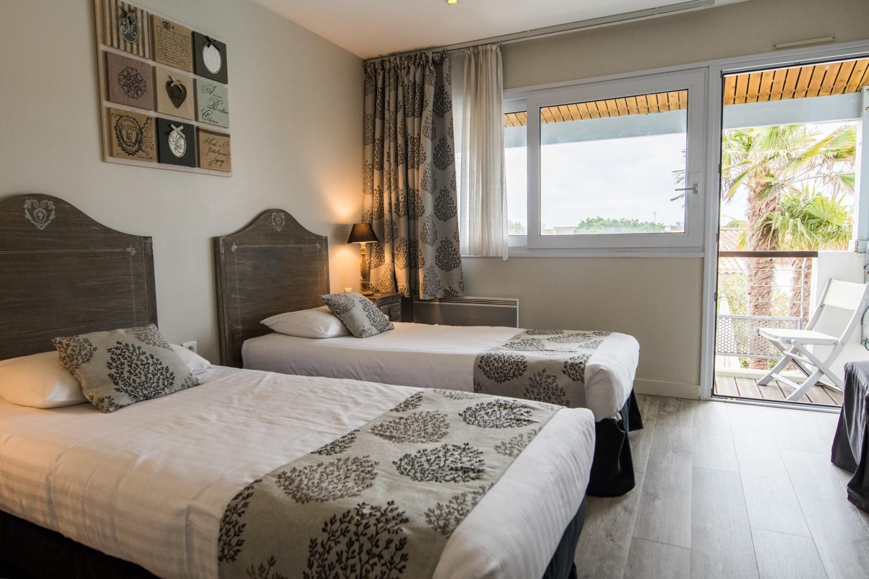 Chambre double twin de l'Hôtel Le peu Breton sur l'île de Ré
