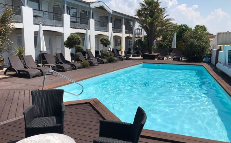 Heated pool Hotel Ile de Ré
